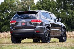 Give your Grand Cherokee WK2 increased ride height and aggressive good looks with Rough Country's 2.5in Suspension Lift Kit.This easy-to-install kit features front and rear spacers to lift and level... Grand Cherokee Lifted, Cherokee Trailhawk, Jeep Grand Cherokee Limited, Jeep Cherokee, Cherokee Tribe, Jeep Wrangler Lifted, Lifted Jeeps, Jeep Wranglers, Jeep Srt8