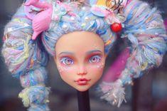 #mh #monsterhigh #monsterhighdolls #doll #dollrepaint #repaint #repaintdoll #makeupdoll #makeupdolls #artdoll #dollphotography #ooak… Doll Painting, Doll Eyes, Doll Repaint, Monster High Dolls, Miniture Things, Bjd, Art Dolls, Disney Characters, Fictional Characters