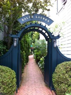 Ralph Lauren, Southampton – The House that A-M Built Arbor Gate, Garden Gates And Fencing, Fence Gate, Fence Panels, Garden Entrance, Garden Doors, Blue Fence, Side Gates, Grades