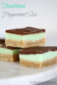 Traditional Peppermint Slice (an all-time favourite classic recipe) Traditional Peppermint Slice A perfect 3 layer traditional peppermint slice! You can't go wrong with this all-time family favourite recipe… Easy Delicious Recipes, Sweet Recipes, Delicious Desserts, Yummy Food, Easy Recipes, Tray Bake Recipes, Baking Recipes, Dessert Recipes, Peppermint Slice