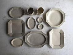 ryuji ishikawaさんはInstagramを利用しています:「. Glay & Beige . . 4/7sat, 8sun A&C静岡手創り市 /静岡縣護国神社 9:00- 16:00 @a_c_shizuoka . . . よろしくお願いいたします #器 #craft #静岡手創り市 #石川隆児」 Kitchenware, Tableware, Ceramics Projects, White Vases, Modern Ceramics, Ceramic Design, Glass Dishes, Ceramic Plates, Stone Art