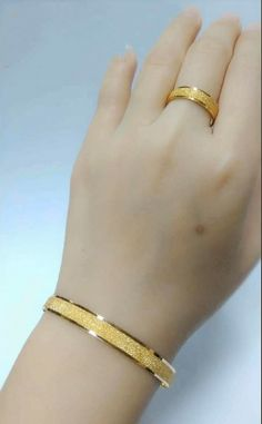 Jewelry OFF! Latest gold bracelet and ring designs - Simple Craft Ideas Gold Ring Designs, Gold Bangles Design, Gold Earrings Designs, Gold Jewellery Design, Gold Bangles For Women, Gold Bracelets, Bijoux Design, Gold Jewelry Simple, Or Antique