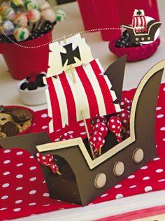 Dulcero Barco - Goma Eva  #cumpleaños  descarga esta ficha con la explicacion en www.eviadigital.com Pirate Birthday, Pirate Theme, First Birthday Parties, Birthday Party Themes, Pirate Party Decorations, Candy Crafts, Nautical Party, World Crafts, Ideas Para Fiestas