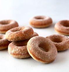Donuts assados com açúcar e canela