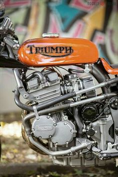 style is the key to all forms of rocking Antique Motorcycles, American Motorcycles, Cool Motorcycles, Triumph Motorbikes, Triumph Motorcycles, Triumph Bonneville, Vespa, Cafe Racer Tv, Guzzi V7