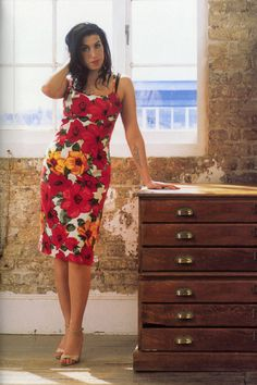 Amy Winehouse (cheerful colors, classy silhouette)
