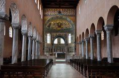 Basilica eufrasiana - iniziata nel 543, conclusa 554 - Parenzo, Istria. Prima dell'attuale basilica ve n'era un'altra dedicata a San Mauro di Parenzo, datata verso la metà del IV secolo. L'antico pavimento mosaicato è ancora conservato nel giardino interno della basilica. L'attuale basilica venne eretta sulle macerie della prima utilizzandone anche i muri portanti. I mosaici furono realizzati da gradi artisti bizantini, in uno di questi, nell'abside è rappresentato Eufeasio con la basilica…