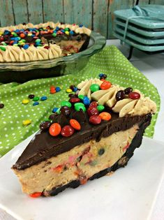 M&M No-Bake Peanut Butter Pie Recipe: A Creamy & Chocolate Dessert, Desserts, This M&M Peanut Butter No-Bake Pie won't heat up your kitchen, but your guests will keep wanting more. It has the creamy peanut butter texture, crunch. Peanut Butter Pie Recipe No Bake, Peanut Butter Desserts, Chocolate Desserts, No Bake Desserts, Chocolate Ganache, Easy Desserts, Delicious Desserts, Yummy Food, Decadent Chocolate