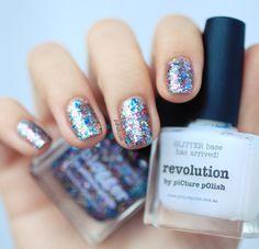 piCture pOlish 'Blogger Revolution' mani creation by Pshiiit!