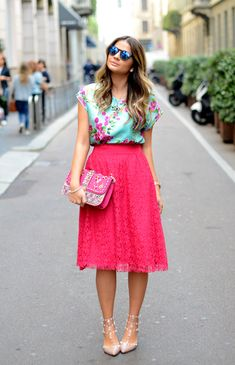 Love this bright & bold look. Spring midi skirt perfection!