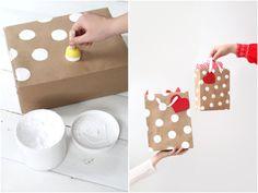 O Natal está chegando e o carinho no ato de presentear, não está só no valor do presente e no cuidado com a escolha, a embalagem faz to...