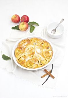 Apfel Zimt Schnecken mit Zuckerguss // Apple Cinnamon Sticky Buns // Sweets and Lifestyle