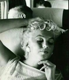 Marilyn en route to Bement, Illinois, for the Bement Centennial celebrations. Photo by Eve Arnold, August 1955.