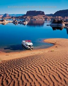 Lake Powell, Colorado River, straddling the border between Utah and Arizona Oh The Places You'll Go, Great Places, Places To Travel, Beautiful Places, Places To Visit, Arches Nationalpark, Yellowstone Nationalpark, North Cascades, Great Smoky Mountains