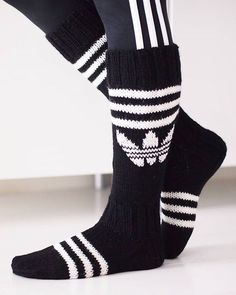 Diy Crochet And Knitting, Knitting Charts, Knitting Socks, Hand Knitting, Crochet Shoes Pattern, Knitting Patterns, Adidas Socks, Wool Socks, Diy Clothes