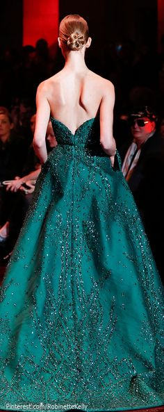 Love the color - Elie Saab Haute Couture Vogue, Couture Fashion, Runway Fashion, Elie Saab Fall, Estilo Fashion, Glamour, Looks Style, Beautiful Gowns, Dream Dress