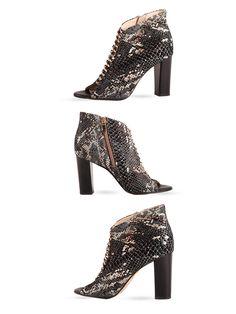 Botki  z odkrytym palcem w kolorze węża.   Cena/price: 319.00 PLN #eksbut #eksbutstyle #shoes #women #boots #buty #obuwie #fashion #trendy