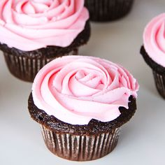 These Chocolate Cupcakes with Pink Marshmallow Buttercream are a delicious and pretty treat for your next party! A super chocolatey cupcake base with a soft marshmallowy buttercream topping. Frost Cupcakes, Small Cupcakes, Large Cupcake, Yummy Cupcakes, Marshmallow Cupcakes, Milk Chocolate Chip Cookies, Chocolate Icing, Homemade Chocolate, Chocolate Cupcakes