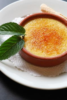 With a pressure cooker, baking custard is incredibly quick and easy. Recipe excerpted from The New Pressure Cooker Cookbook. New Pressure Cooker, Pressure Cooker Cookbook, Pressure Cooking, Slow Cooker, Desserts Espagnols, Dessert Recipes, Brulee Recipe, Eat Smart, Spanish Food