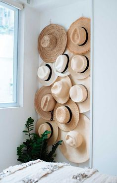 34 Trendy hat rack diy rustic home decor Diy Hat Rack, Hat Hanger, Wall Hat Racks, Hanging Hats, Diy Hanging, Hat Organization, Diy Organizer, Organizing, Hat Storage