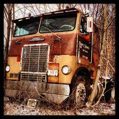 I would love to see this restored! Freightliner Trucks, Gmc Trucks, Diesel Trucks, Pickup Trucks, Antique Trucks, Vintage Trucks, Big Rig Trucks, Cool Trucks, Vehicle Signage