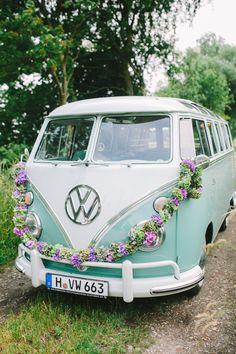 Hochzeit am See mit VW Bulli von Christin Lange | Hochzeitsblog - The Little Wedding Corner