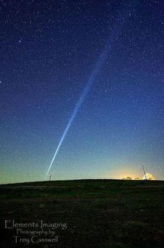Espetacular trilha luminosa intriga observadores na Austrália: