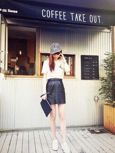 emi suzuki Short Skirts, Mini Skirts, Top To Toe, High School Girls, Fashion Pants, Cute Girls, Leather Skirt, Celebs, Style Inspiration