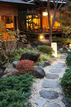 I adore Japanese gardens. The neatness, calmness, delicate trees, rocks, water and moss. Beautiful. ♥