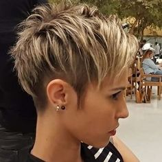 Long pixie hairstyles are a beautiful way to wear short hair. Many celebrities are now sporting this trend, as the perfect pixie look can be glamorous, elegant and sophisticated. Here we share the best hair styles and how these styles work. Short Pixie Haircuts, Pixie Hairstyles, Short Hairstyles For Women, Short Hair Cuts, Pixie Bob, Undercut Pixie Haircut, The Undercut, Pixie Haircut Long, Edgy Pixie