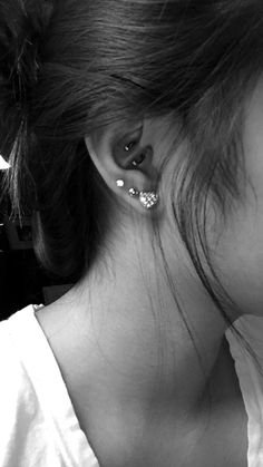 Check out our wide selection of ear piercing jewelry ideas for Tragus Piercing, Cartilage Earring, Forward Helix Jewelry, Rook Hoops, Daith Rings and much more ! Tragus Piercings, Cute Ear Piercings, Body Piercings, Cartilage Earrings, Piercing Tattoo, Jewelry Tattoo, Body Jewelry, Jewelry Box, Forward Helix Jewelry