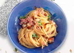 Spaghetti con pancetta e mandorle