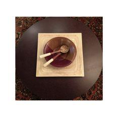sobreposição: mesa de centro pitada à mão + prato paricá + gamela especial + {garfo+colher osso}