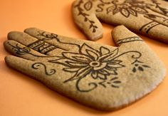 Henna inspired ginger cookies, perhaps they can be made to be a hamsa hand. These can be served with tea on either the appetizer or dessert table.