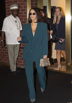 Kim Kardashian – White House in Washington DC - Kim Kardashian – White House in Washington DC Source link. Fashion Week, Look Fashion, High Fashion, Fashion Outfits, Looks Kim Kardashian, Kardashian Style, Kim Kardashian Blazer, Paar Style, Business Outfit Frau