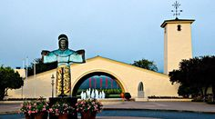 Peek Robert Mondavi Winery Tour and Tasting in Wine Country