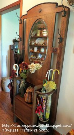 hall tree - for entry. Want it to be able to hold umbrellas - this is perfect Door Hall Trees, Hall Tree Bench, Antique Hall Tree, Recycled Door, Hall Stand, Barn Wood Crafts, Victorian Furniture, Diy Pallet Furniture, Old Doors