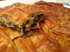 A delicious traditional Greek spanakopita recipe (spinach pie), made with a gorgeous crispy homemade phyllo and juicy, flavoursome spinach stuffing! Discover how to make it to perfection with this traditional Greek recipe! Phyllo Recipes, Feta Cheese Recipes, Pastry Recipes, Cooking Recipes, Healthy Recipes, Healthy Foods, Savoury Recipes, Pie Recipes, Greek Feta Salad