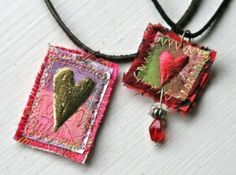 Miniature art quilts by Lisa Engelbrecht cute valentines day textile art pendants easy creative romantic gifts to make Textile Jewelry, Fabric Jewelry, Textile Art, Felted Jewelry, Fabric Beads, Jewelry Crafts, Jewelry Art, Jewellery, Dainty Jewelry