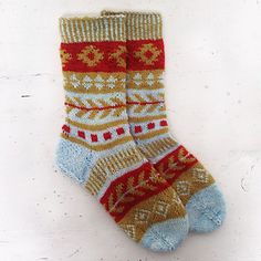 Knitting these socks with Aztec inspired colourwork is complete fun - you won't be bored a bit.