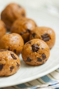Almond Cookies | http://laurassweetspot.com