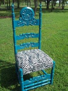 another pinner said: I found this really cool chair in a salvage yard. I cleaned it up with a wood cleaner, a little turqoise paint, rhinestones, yard of zebra fabric and here she is! So chic! and So easy! Ann Sloan Chalk Paint, Chalk Paint Projects, Painted Furniture, Furniture Ideas, Milk Paint, Me Clean, Cool Chairs, Decorating Ideas, Boutique Ideas