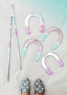 first off, I love the idea of having a horseshoe set. Second off, I love the idea of having a pretty horseshoe set. Outdoor Yard Games, Outdoor Wedding Games, Outdoor Crafts, Backyard Games, Lawn Games, Backyard Bbq, Backyard Ideas, Outdoor Parties, Outdoor Fun