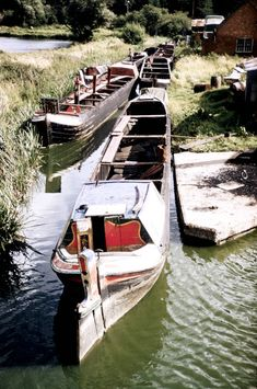 "View of the Barlows Arm at Braunston with six abandoned boats, incuding the butty ""Jane"" Canal Boats England, Canal Boat Narrowboat, Canal Barge, Dutch Barge, Old Time Photos, Old Sailing Ships, Steam Boats, Living On A Boat, Old Boats"