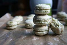 "Matcha macarons made from ""saved"" eggs - recipe on the blog Egg Recipes, Matcha, Macarons, Eggs, Kawaii, Cookies, Kitchen, Desserts, Blog"