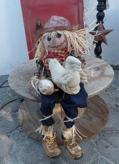 Primitive For Hire Scarecrow by KraftyKarensKreation on Etsy Make And Sell, Crow, Primitive, Decorating, Handmade, Etsy, Decor, Decoration, Hand Made