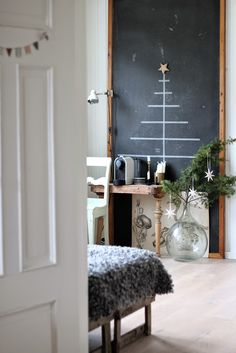 Christmas tree alternative, Scandinavian style | Marsipan og smilefjes http://marsipanogsmilefjes.blogspot.no/2014/12/jul-i-midtstua.html