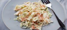 Een lekker koolhydraatarm voor- of bijgerecht, koolsalade. Dit is een frisse salade voor op een warme zomerse dag. De koolsalade kan je serveren als voor- of bijgerecht!