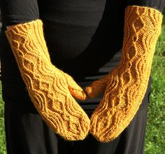 pretty cablely mittens