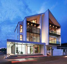 Pok House / Sute Architect ArchDaily K.Pok House / Sute Architect ArchDaily The Winners of the 2017 AIA Housing Awards Architect Magazi. Modern Buildings, Modern Architecture, City Buildings, Decor Interior Design, Interior Design Living Room, Room Interior, Architect Logo, Architect House, Thai House